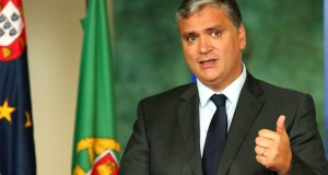 Presidente do Governo concede tolerância de ponto na tarde de quinta-feira da Páscoa