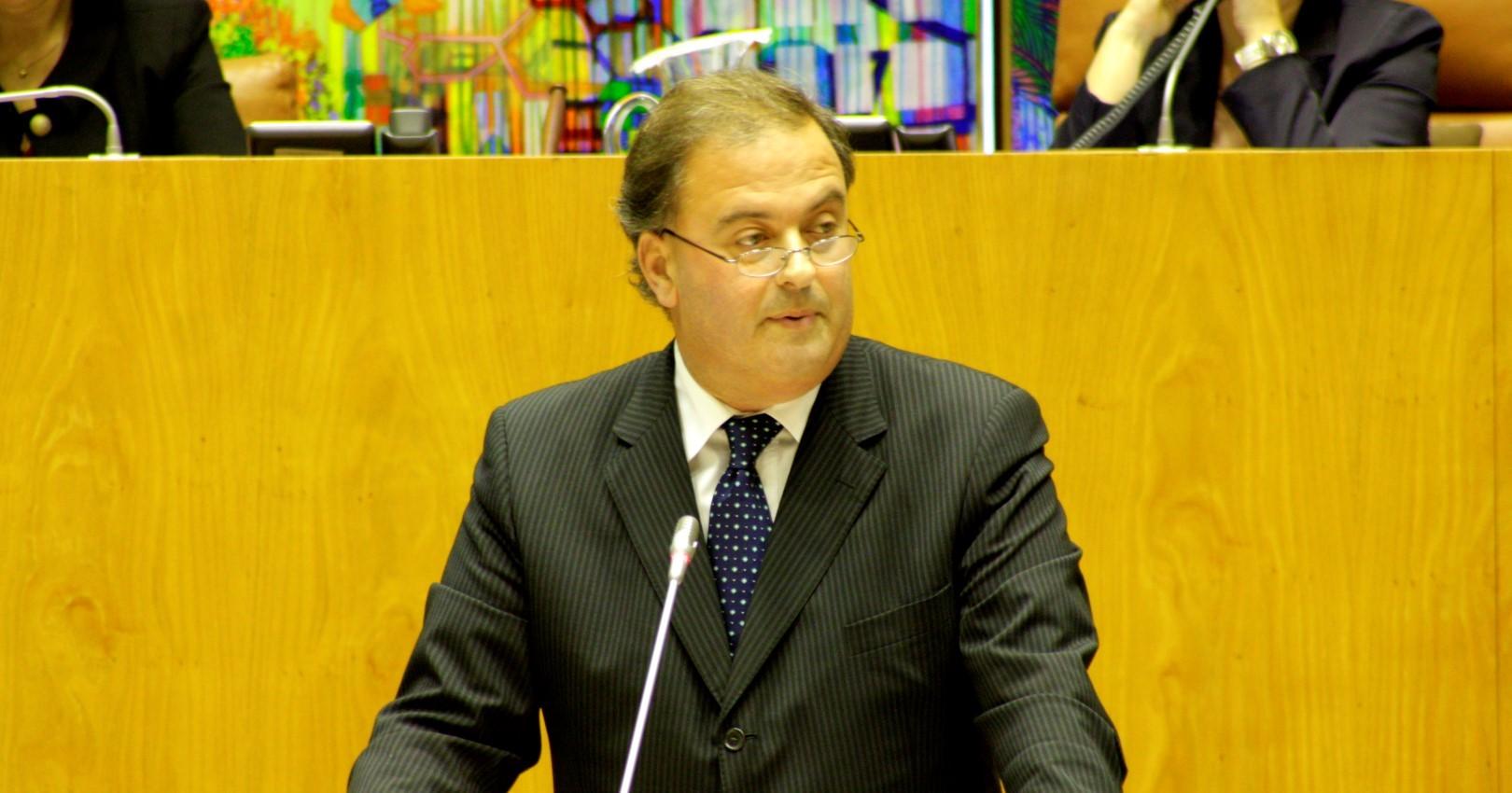 Secretário da Agricultura limita-se a agenda de charme e cortesia, condena o PSD