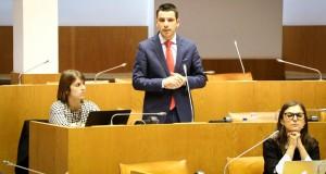 Governo tem que regularizar situações de desigualdades salariais e assimetrias entre funcionários públicos, exige CDS-PP