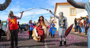 Desfile de Carnaval animou Vila da Calheta com participação das escolas do concelho (c/áudio)