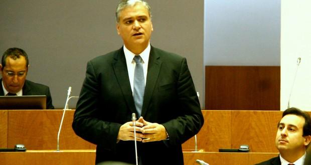 Vasco Cordeiro convida deputados para encontro sobre o processo da Base das Lajes