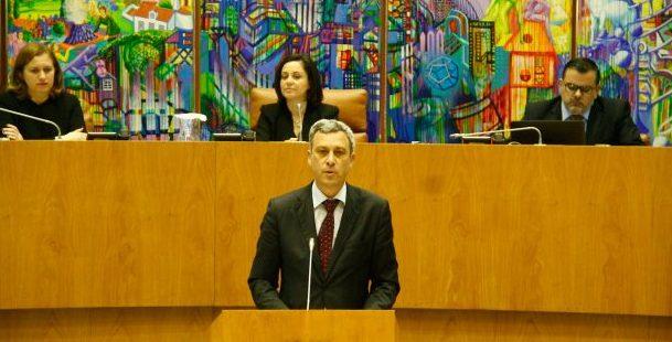 Alargamento de gasóleo colorido a viaturas de apoio à pesca contribui para aumentar rendimento dos pescadores, afirma Gui Menezes