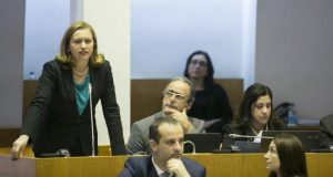 PS apresenta proposta de desconto fiscal para empresas que adquiram carros elétricos nos Açores