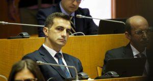 """Vasco Cordeiro insiste em """"arranjar desculpas"""" sobre pista do aeroporto da Horta, acusa PSD"""