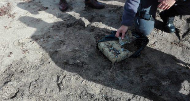 Polícia Marítima da Horta apreende fardo de droga na praia do Porto Pim, na Horta