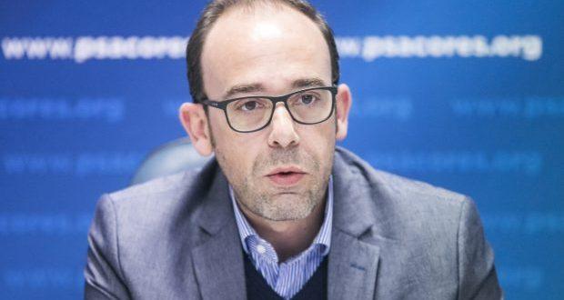 Eurodeputado André Bradford permanece em estado crítico, embora estabilizado