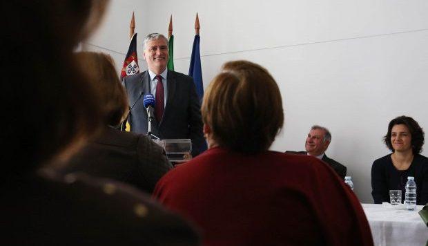 Governo dos Açores lança programa de formação para reforçar qualidade do apoio prestado aos idosos