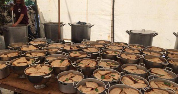 Tradições do Espírito Santo: Esta quinta-feira serviram-se as tradicionais Sopas de Espírito Santo nas Manadas (c/áudio)