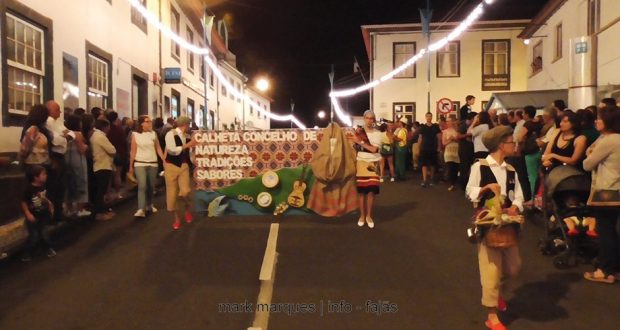 Sábado de marchas junta multidão na vila da Calheta (c/áudio)
