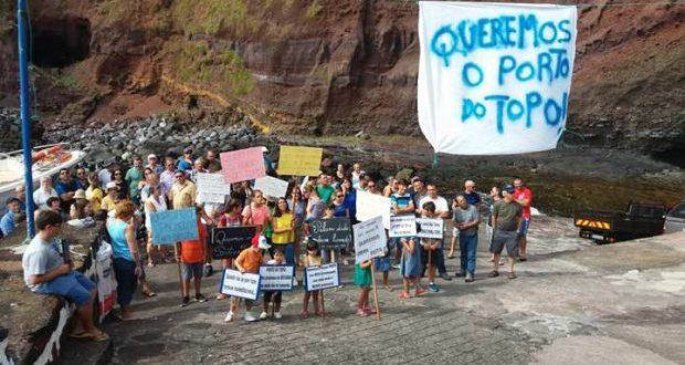 População do Topo reivindica obras prometidas há mais de 30 anos para aquele Porto e pede justificações a Vasco Cordeiro (c/áudio)