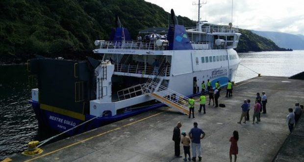 """Catarina Cabeceiras defende que Calheta e Angra do Heroísmo não podem ficar dois anos """"a ver passar navios"""" (c/áudio)"""