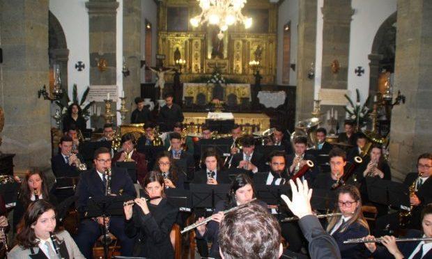 Orquestra Regional Lira Açoriana atuou na Matriz das Velas, realçando relação entre as Bandas Filarmónicas e a Igreja (c/áudio)