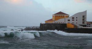 Proteção Civil atualiza aviso sobre estado do tempo nos Açores