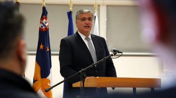 Funcionários públicos com ordenado mais baixo vão ter aumento de 62 euros por mês, anuncia Vasco Cordeiro