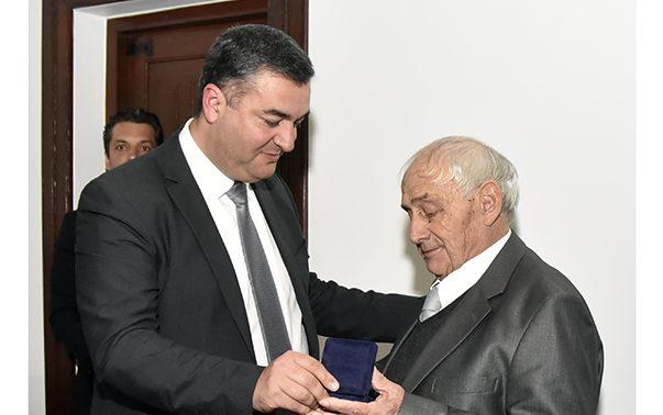 Germano Matos dos Santos e Nelson Ponta Garça, duas gerações de emigrantes, homenageados pela autarquia das Velas (c/áudio)