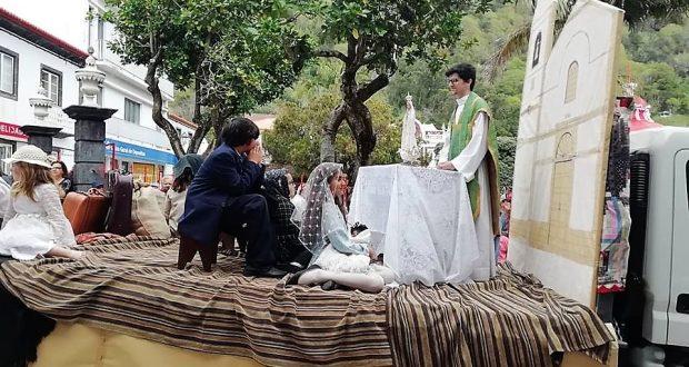 """Carros Alegóricos alusivos ao tema """"Emigração"""" foram um dos pontos altos do último dia das Festas de São Jorge"""