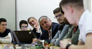 """Vasco Cordeiro anuncia novo projeto """"Atelier do Código"""" que vai chegar a cerca de 15 mil alunos da Região"""