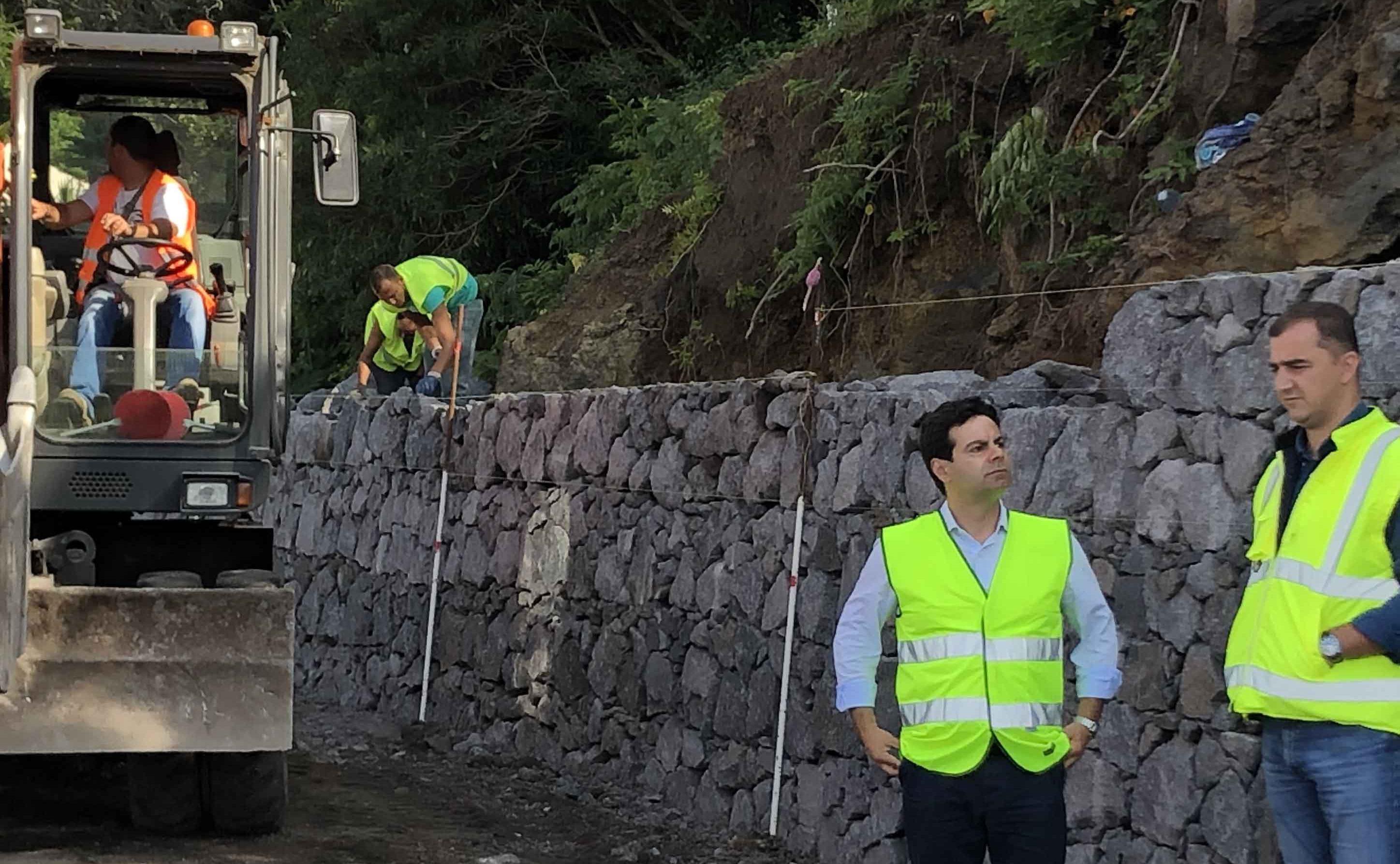 Já foi assinado o contrato para fornecimento de equipamentos de sinalização para a Rede Viária Regional de São Jorge, revela Diretor Regional das Obras Públicas
