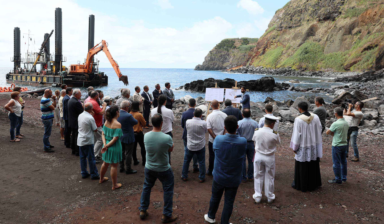 Porto do Topo, em São Jorge, vai servir setores da pesca e do turismo, afirma Gui Menezes