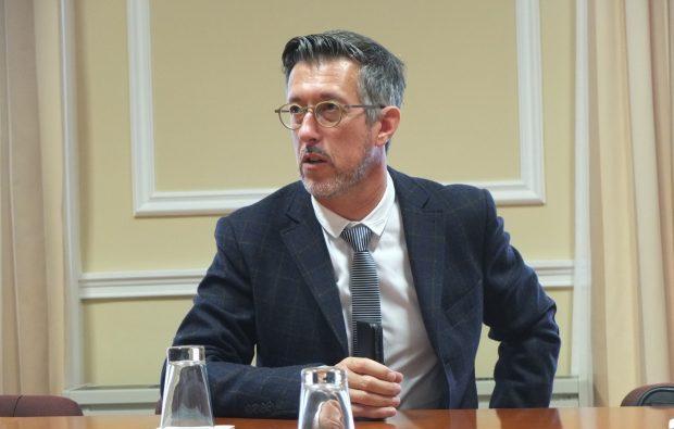 """Partido Socialista """"insensível"""" a problemas dos doentes deslocados, lamenta António Pedroso"""