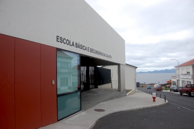 BE quer saber quando serão feitas obras de reparação na nova Escola da Calheta em São Jorge