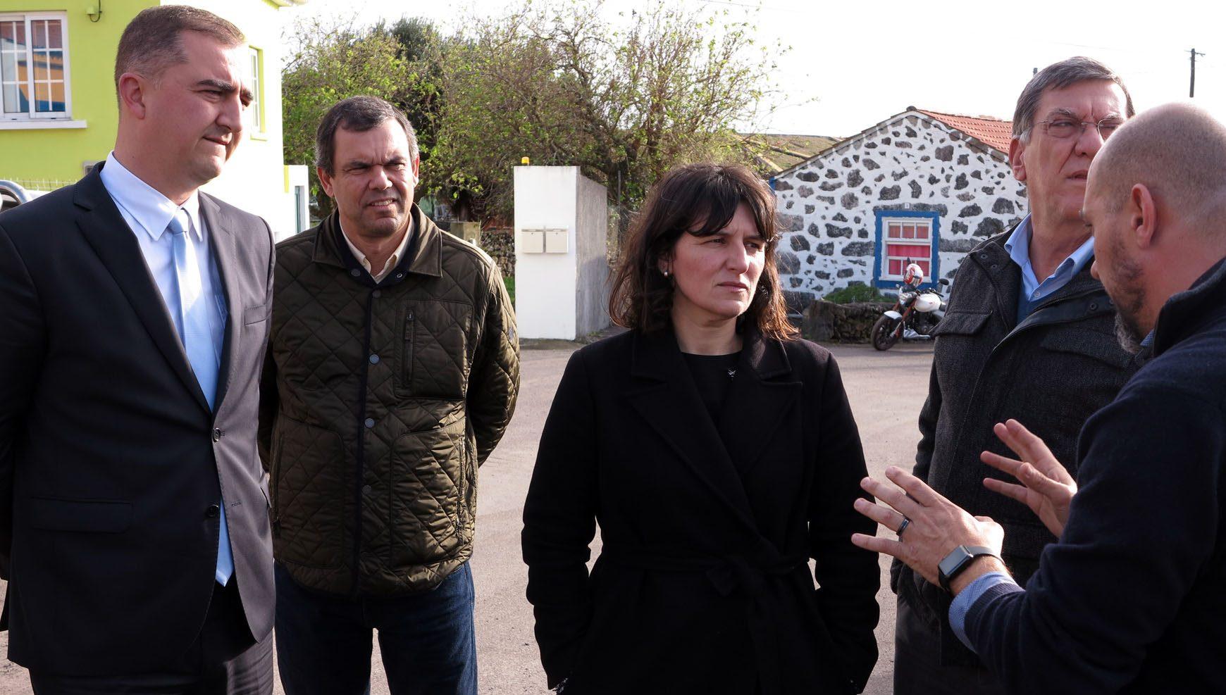 Reabilitação da estrada entre o Aeroporto e a Ribeira do Almeida concluída no primeiro semestre, assegura Ana Cunha
