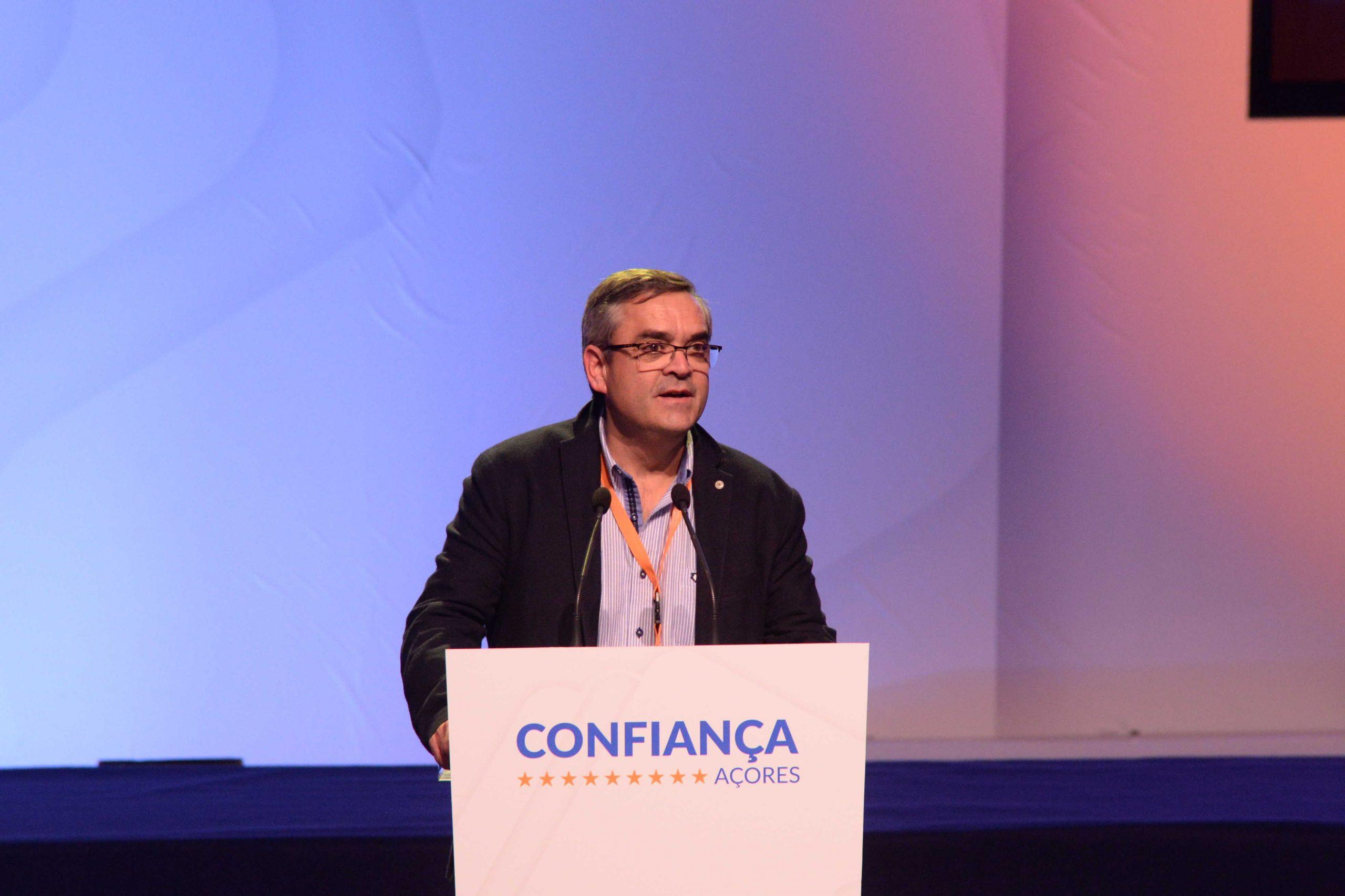 Vasco Cordeiro chegou tarde aos problemas da obra do Centro de Saúde de Velas, afirma Paulo Silveira