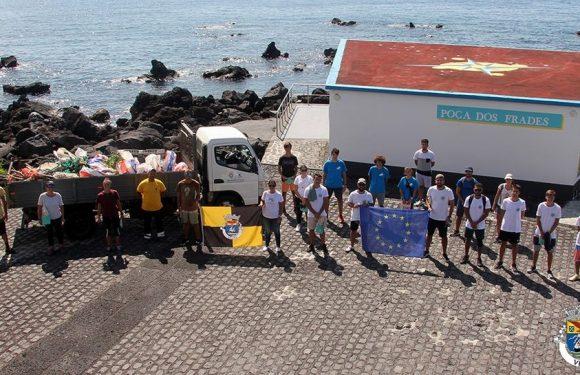 Jovens promovem limpeza da Orla Costeira em pareceria com o Município das Velas