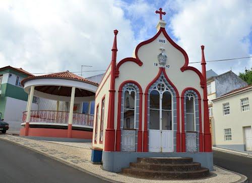 Pequeno incêndio danifica altar do Império do Espírito Santo do Topo