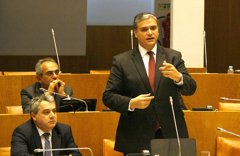 Governo dos Açores disposto a resolver já a questão dos professores temporariamente contratados, afirma Vasco Cordeiro