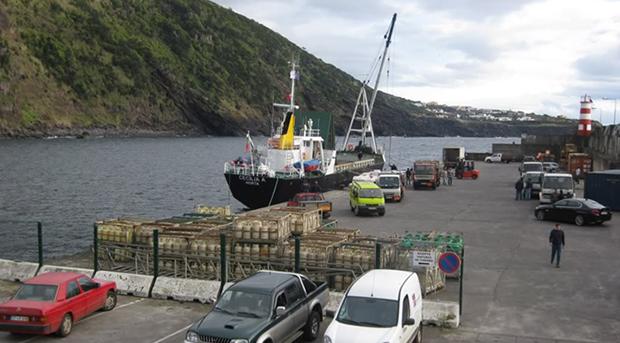 Portos da Calheta e das Velas abertos à navegação