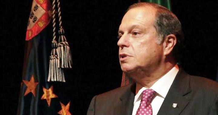 Um futuro Governo do PS vai acabar com o corte nas pensões e reformas, assume Carlos César