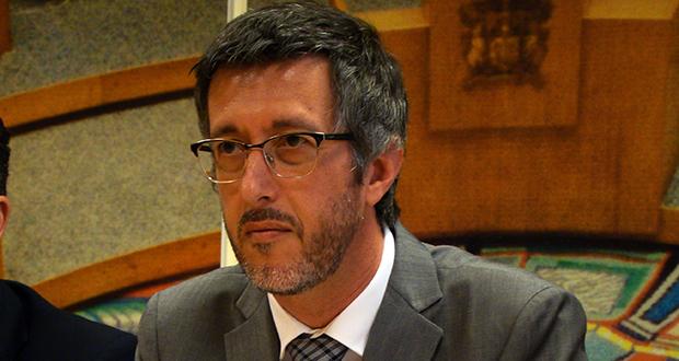 António Pedroso questiona Governo sobre ausência de Multibanco do aeroporto de S.Jorge