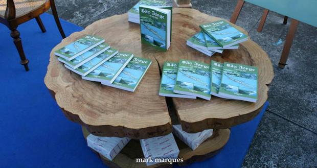 """Livro """"São Jorge e as suas Fajãs"""", de Clímaco Ferreira da Cunha, apresenta a ilha, as fajãs e os seus costumes"""
