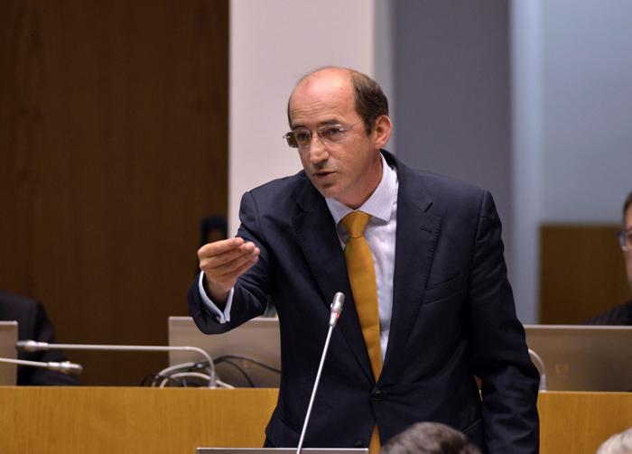 Governo está a meter a mão no bolso das famílias e empresas açorianas, acusa o PSD