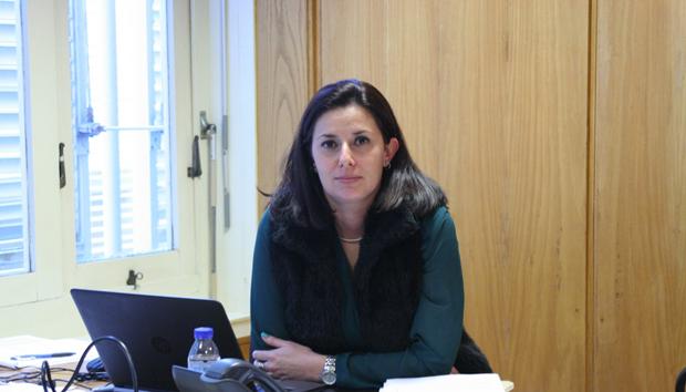 """Governo faz """"corte brutal"""" na deslocação de médicos a São Jorge, denuncia Ana Espínola (c/áudio)"""