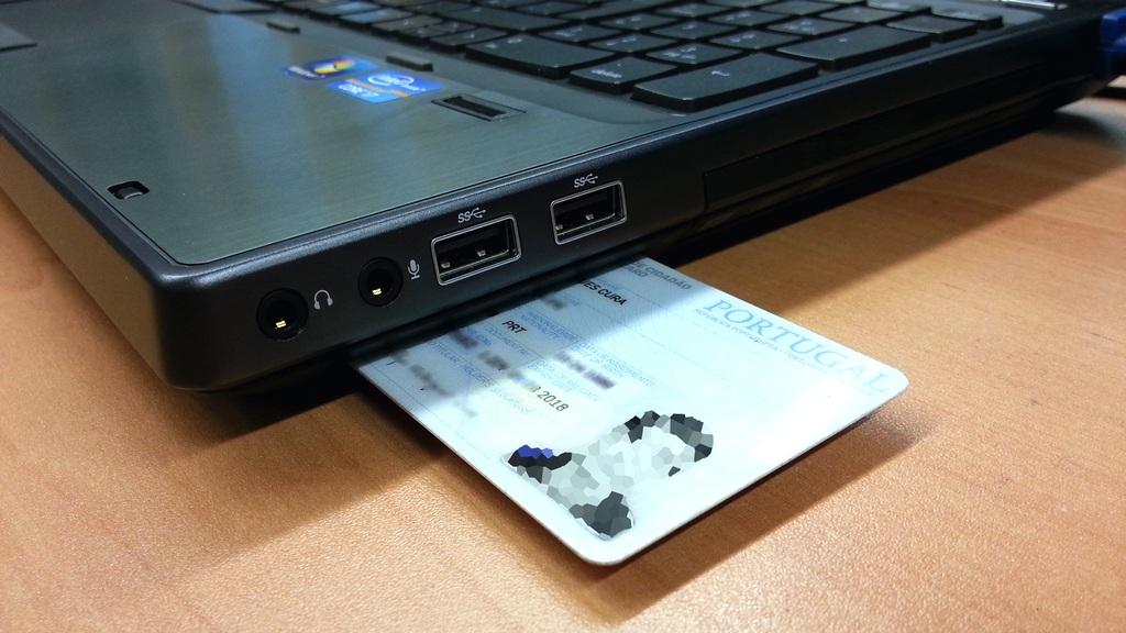 Administração Pública dos Açores é a primeira do país a utilizar o Cartão de Cidadão para assinatura eletrónica