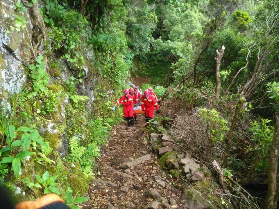Equipa de Salvamento em Grande Ângulo dos BVV resgata indivíduo da Fajã de João Dias