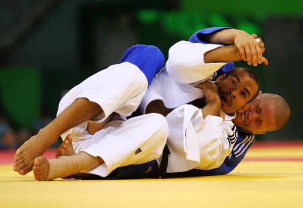 Carlos Luz derrota campeão olímpico, mas acaba eliminado na terceira ronda