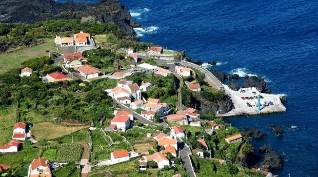 Empreendimento turístico a construir na Fajã do Ouvidor não pretende descaracterizar o local, afirma Luís Silveira