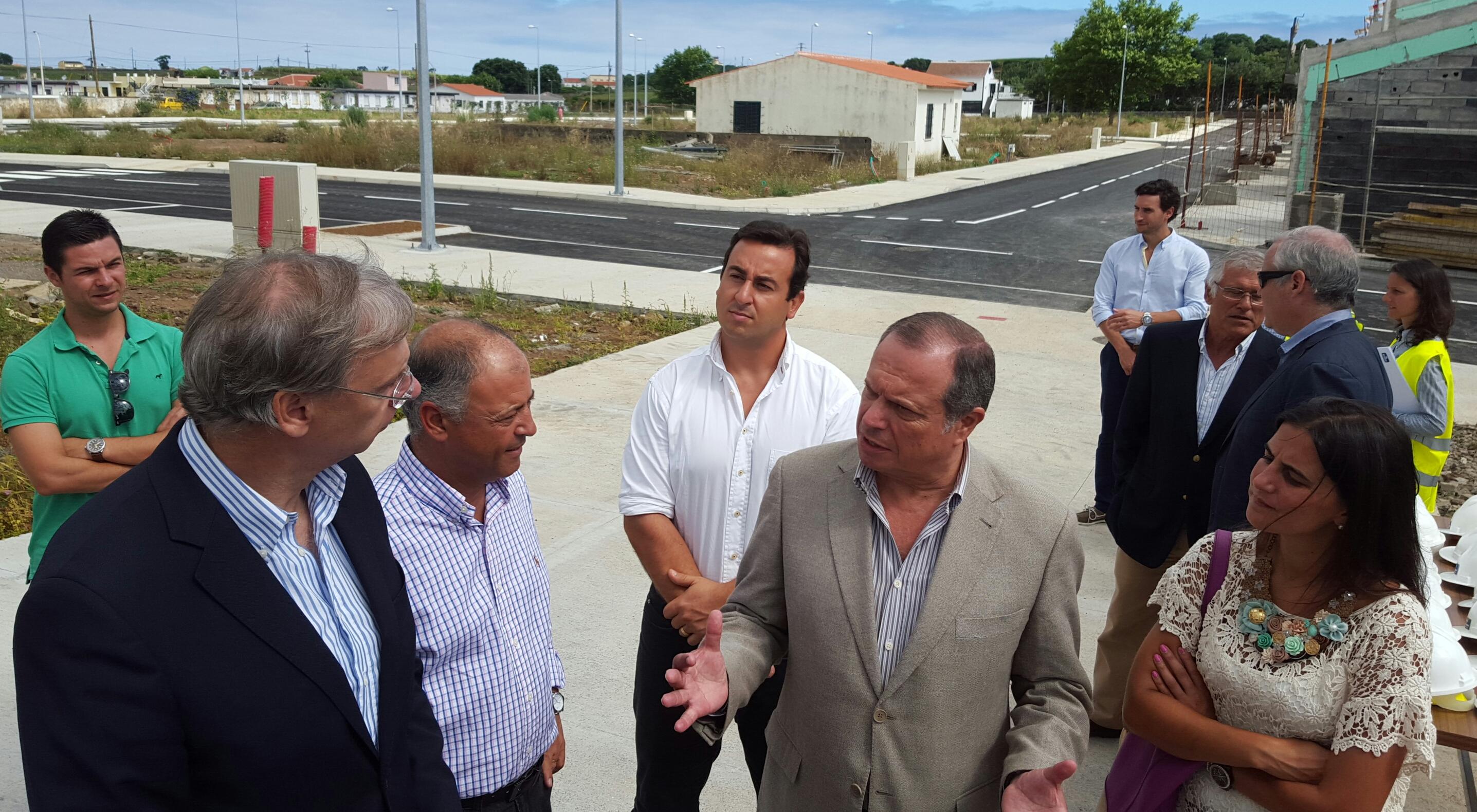 Governo do PS retomará apoios para a habitação social, garante Carlos César