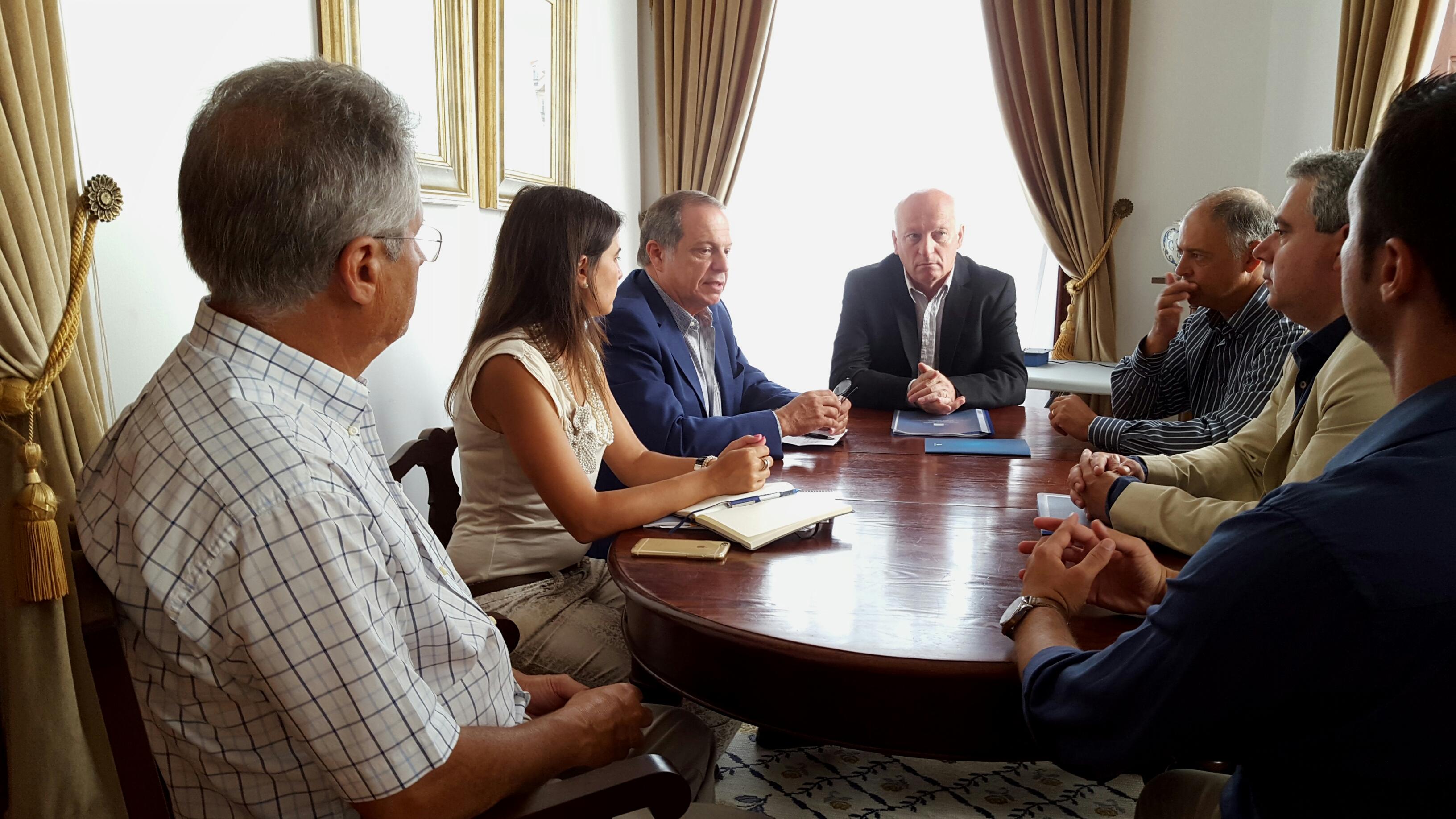 República não tem assumido responsabilidades previstas no Plano de Revitalização para a Terceira, considera Carlos César