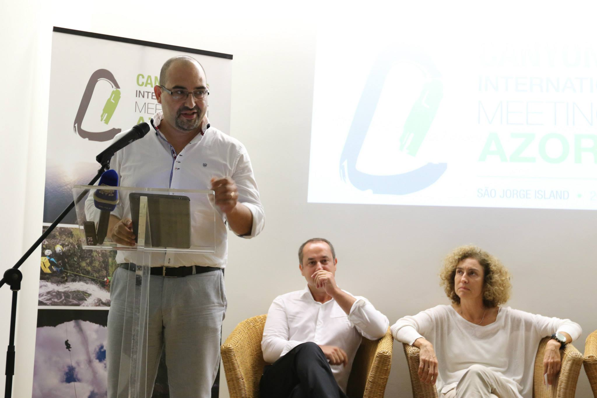 Autarcas jorgenses e Diretor Regional do Turismo dão boas vindas aos 100 participantes e enaltecem qualidades de S.Jorge para a prática de Canyoning (c/áudio)