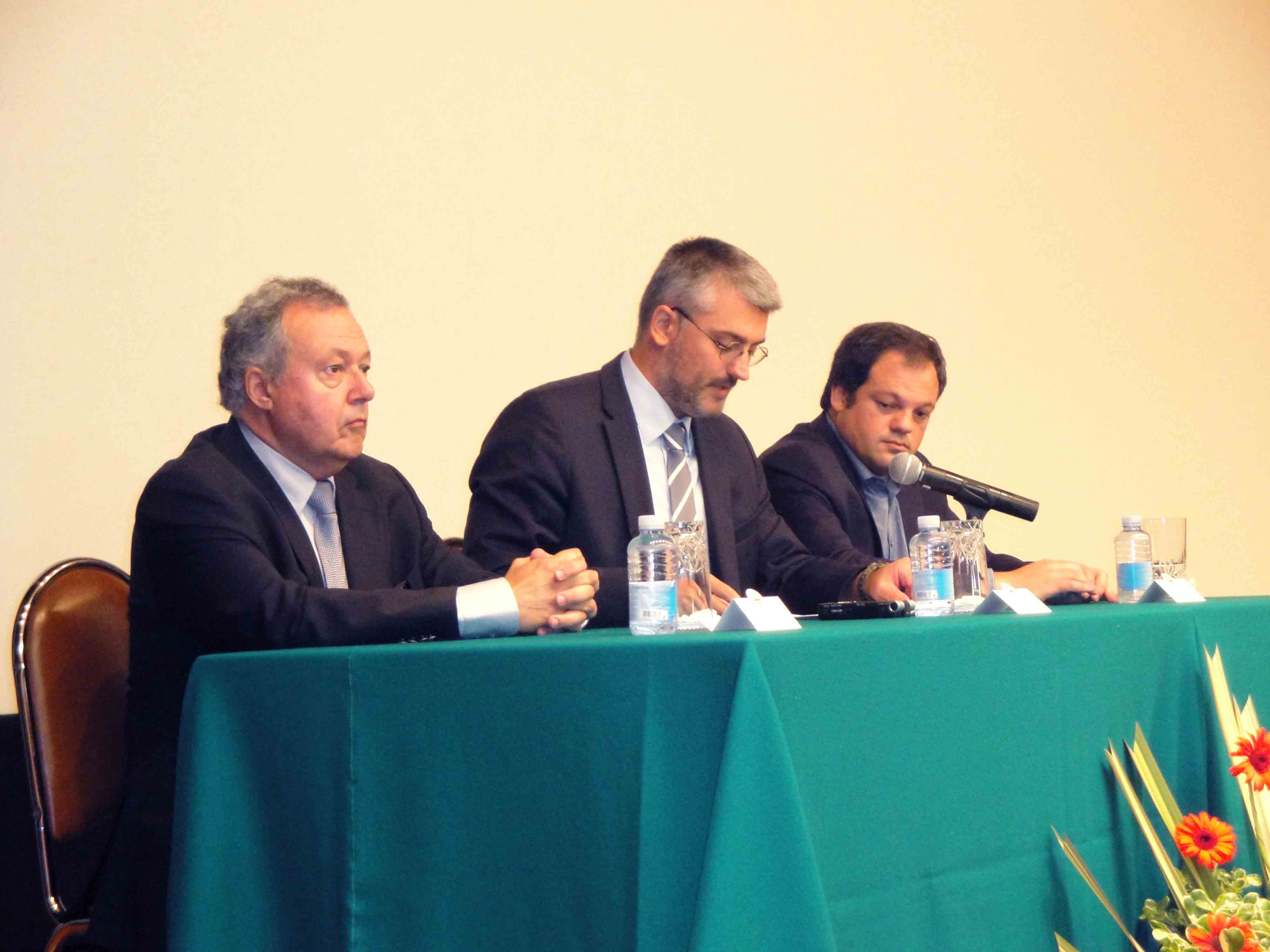 Unidades de Saúde e Hospitais com Núcleos de Apoio a Crianças e Jovens em Risco, anuncia Luís Cabral