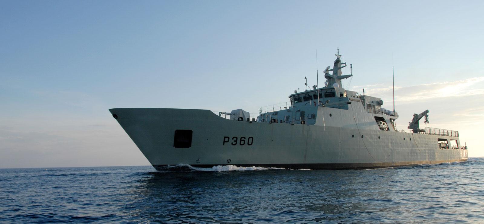 Navio Patrulha Oceânico Viana do Castelo em missão nos Açores