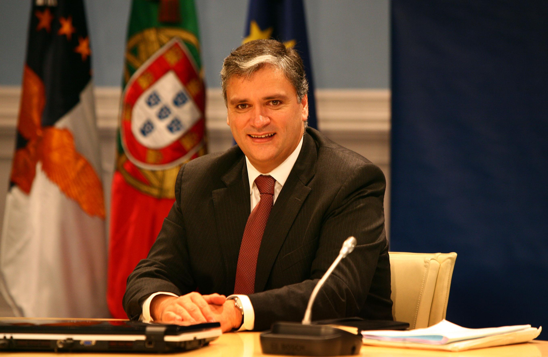 """Reavaliação das valências aprovada pelo Senado dos EUA é """"mais um passo na defesa"""" das Lajes, afirma Vasco Cordeiro"""