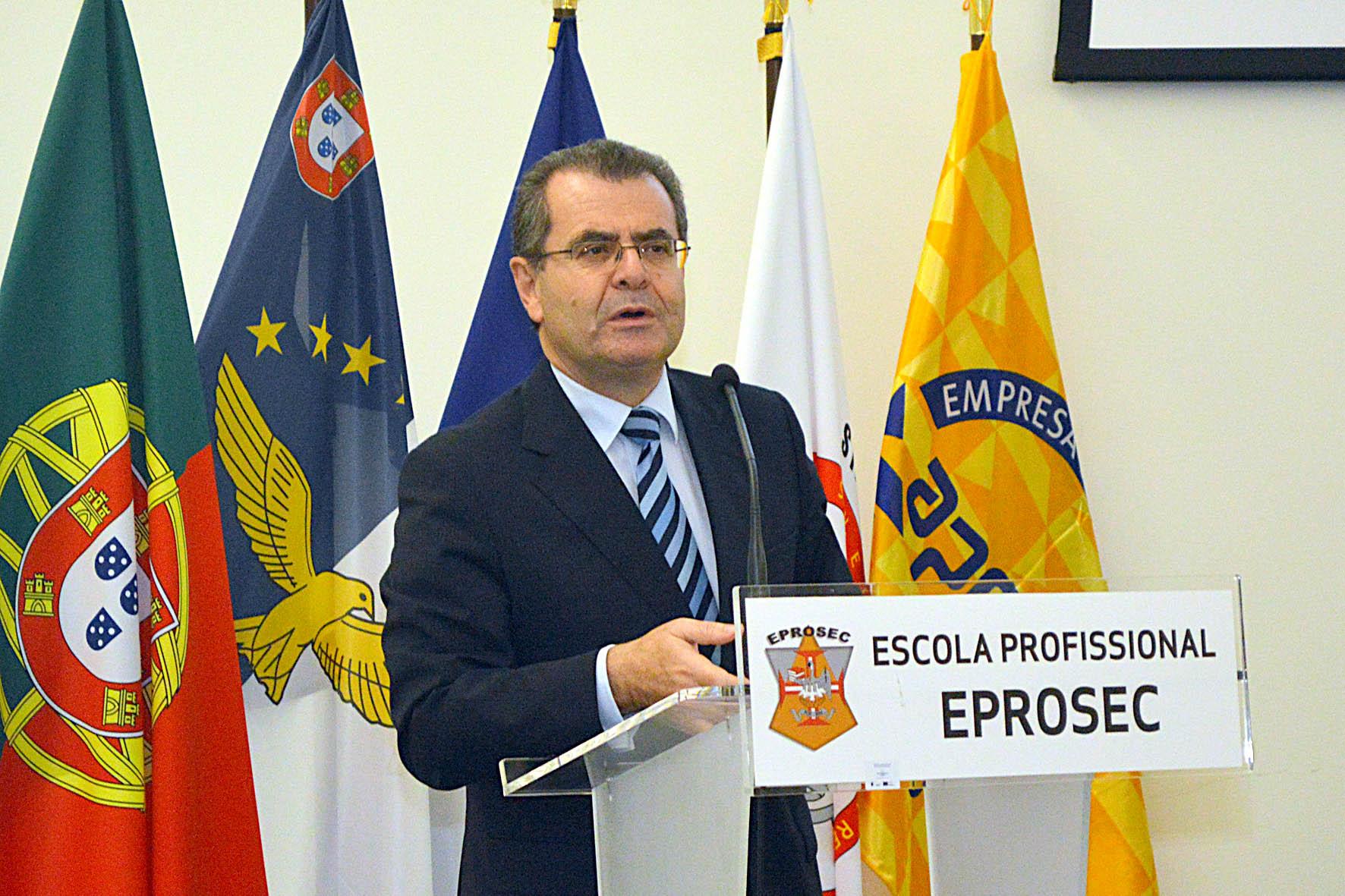 """Governo dos Açores confere """"importância extraordinária"""" ao ensino profissional, garante Avelino Meneses"""