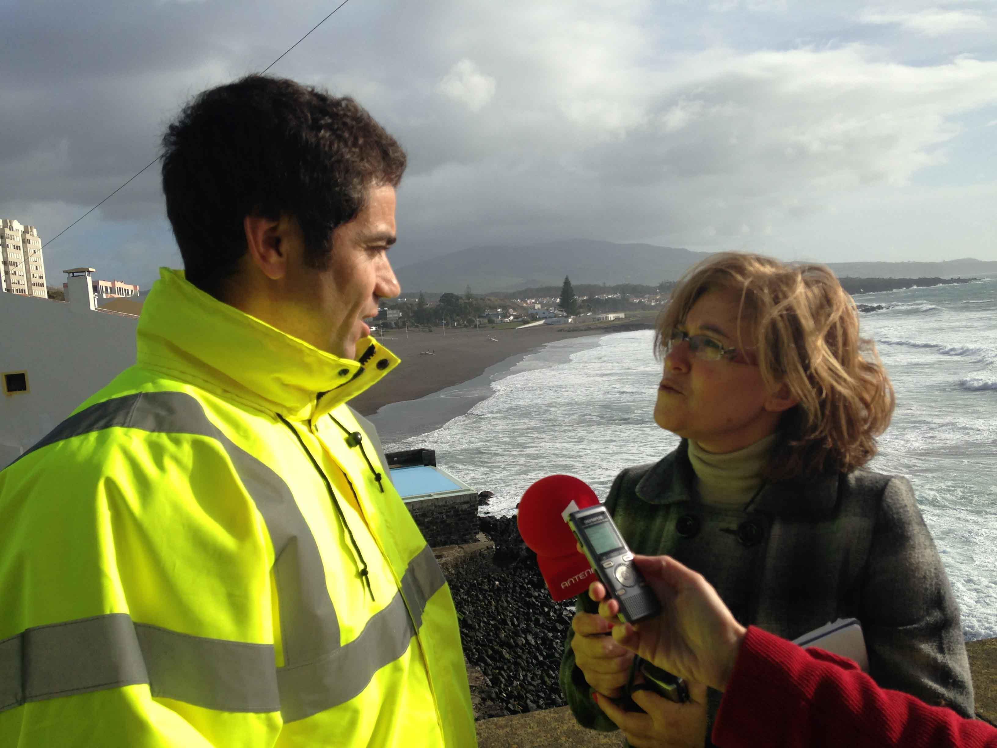 Governo dos Açores está a acompanhar danos causados pelo temporal na orla costeira de São Miguel