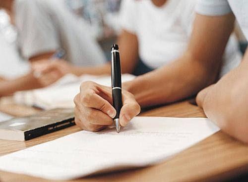 Médias dos exames do 9.º ano nos Açores descem a Português e sobem em Matemática