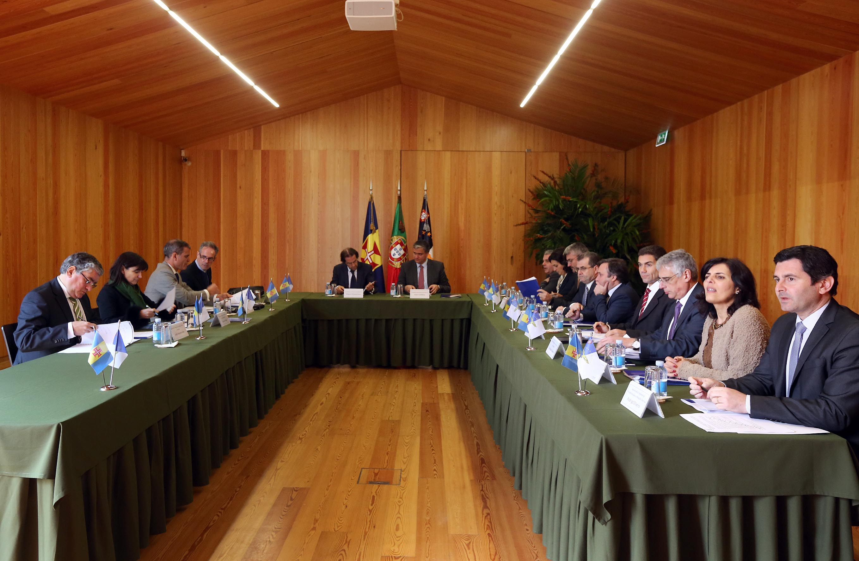 Governos dos Açores e da Madeira assinam esta segunda-feira dez protocolos de cooperação